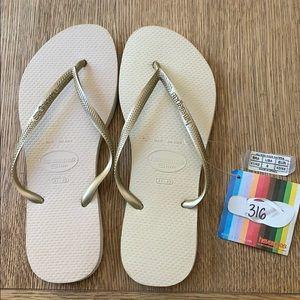 Havaianas, 41-42, tan, gold thin strap, new